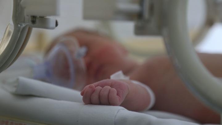 Кажется, придавили во сне: в Уфе нашли погибшим новорожденного малыша