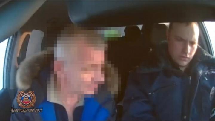 Пьяный водитель оставил взятку в автомобиле сотрудника ГИБДД и скрылся. Его поймали и задержали