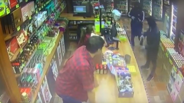 В Ростовской области ищут двух грабителей, напавших на почтовое отделение и винный магазин