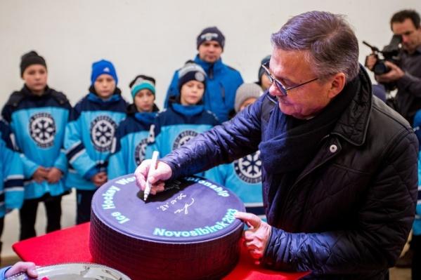 Молодежный чемпионат мира по хоккею 2023 года проведут в Новосибирске и в Омске