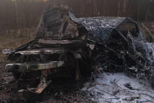 «Машина загорелась, а водителя выбросило»: в Ярославской области произошло смертельное ДТП