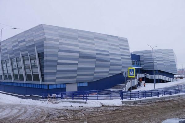 Вот так академия выглядела зимой. Подрядчики не решаются браться за новую дорогу к ней