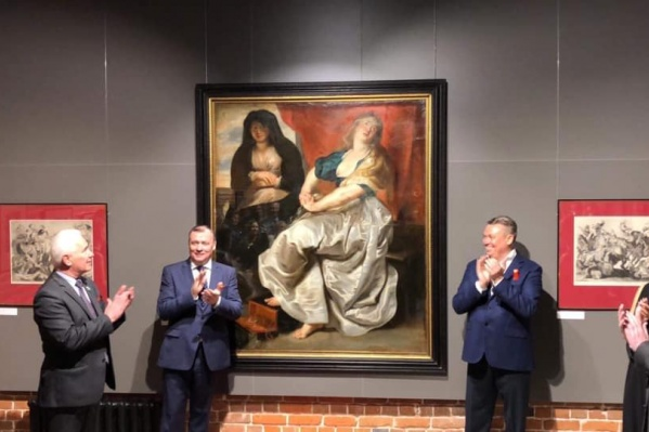 Картину торжественно показали гостям галереи