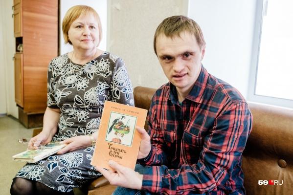 Андрей Захаров и его мама недавно ездили в Москву, чтобы участвовать в передаче «Мужское/Женское»