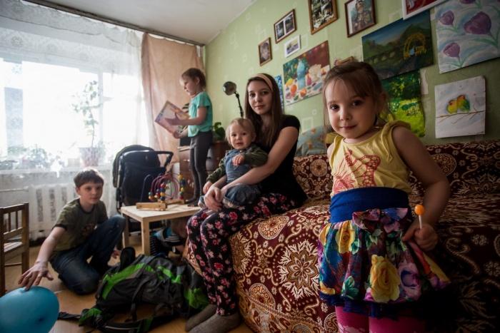 Семья воспитывает семь детей