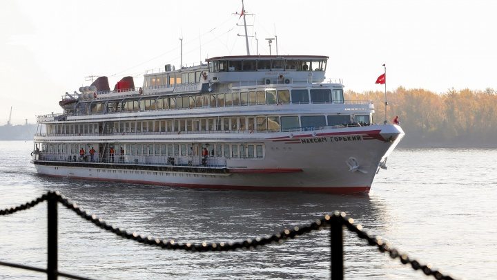 В Красноярск по Северному морскому пути прибыл 5-звёздочный пассажирский теплоход «Максим Горький»