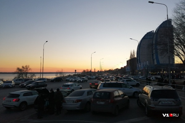 2 января в центре Волгограда настоящее столпотворение