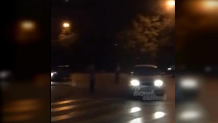 Ночной пожар: в Ростове на Омской загорелся частный дом