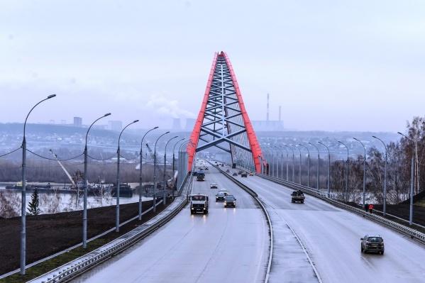 В последние годы «Сибавтобан» известен как подрядчик по проекту «Безопасные и качественные дороги», но раньше дорожники участвовали и в строительстве Бугринского моста (на фото)