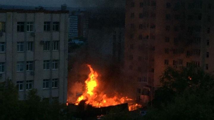 Крупный пожар в Уфе: сгорело бесхозное здание