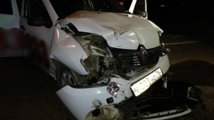 В Ярославле такси протаранило машину: девушке пробило голову
