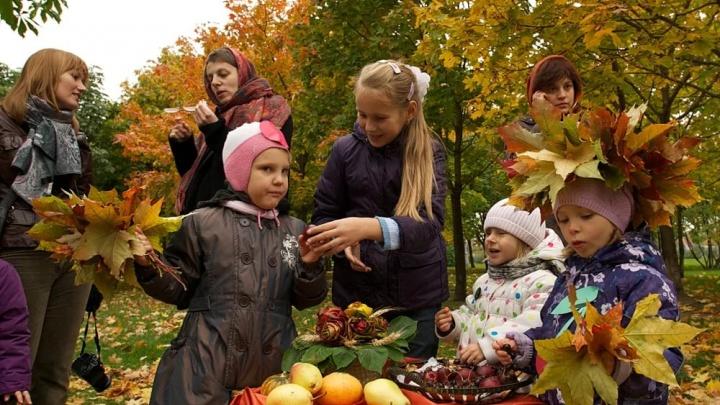 Хороводы, бои мешками и чай с баранками: волгоградцы в субботу встретят осень в Комсомольском саду