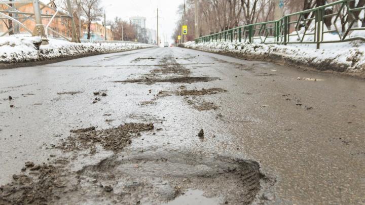 Прокуратура требует залатать огромные ямы на проспекте Юных Пионеров, Калинина и Черемшанской