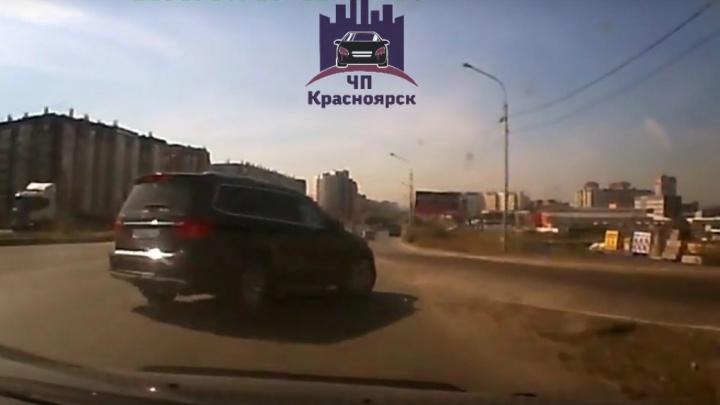 «Угадай, кто виноват»: видео летней аварии вызвало жаркие споры автомобилистов