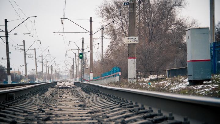 В Ростовской области поезд сбил девочку, перебегавшую пути