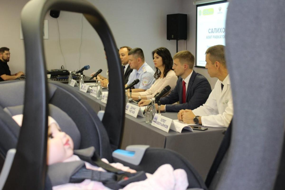 Роддом стал автошколой: в Екатеринбурге будущих мам начали учить безопасной перевозке детей