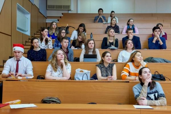 Индексированные стипендии получат студенты вузов, колледжей и одаренные школьники