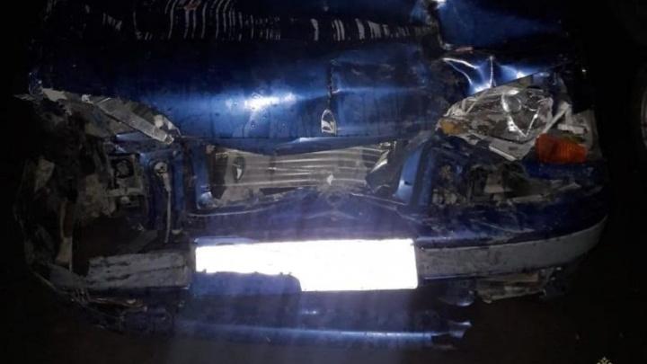 За рулем был 18-летний: компания молодежи на Chevrolet влетела в дерево в Волжском