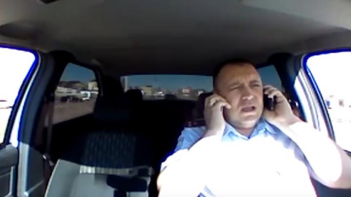 Госавтоинспектор из Башкирии рулил машиной без рук, видео с регистратора попало в интернет