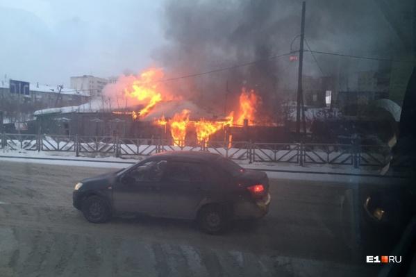 Пожарные уже выехали на место