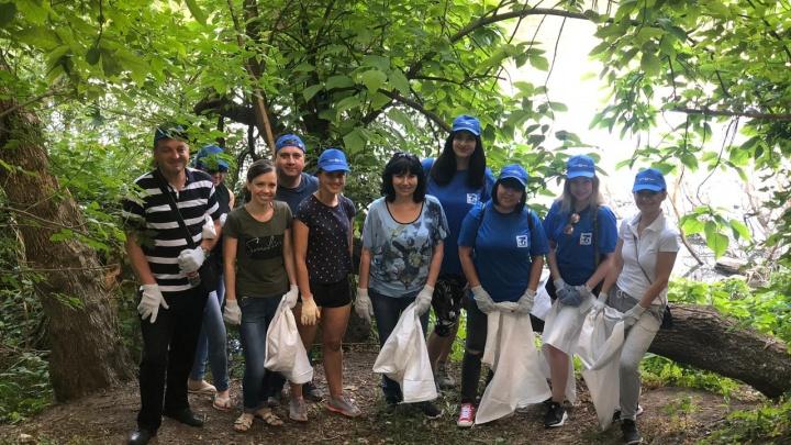 Собрали десятки мешков мусора: волонтеры очистили берег реки Темерник