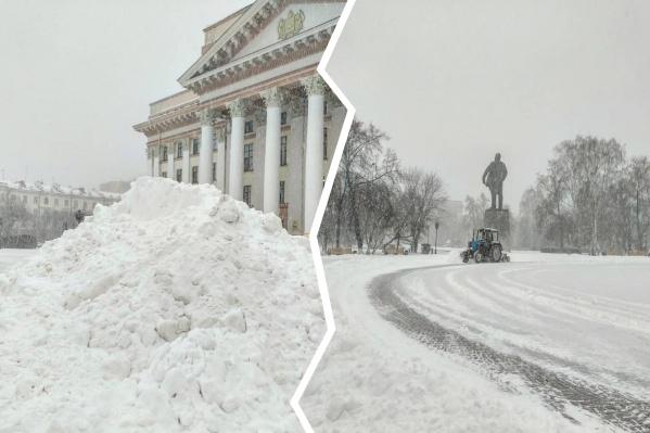 В городе резко ухудшилась видимость. Водители не справляются с коллапсом на проезжей части, а дорожники торопятся убрать снег