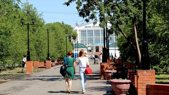 От «Кристалла» до «Весны»: гуляем по современным Нефтяникам и разглядываем старые снимки района