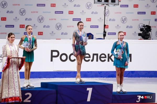 Пьедестал почёта заняли российские фигуристки Камила Валиева, Ксения Синицына, Виктория Васильева