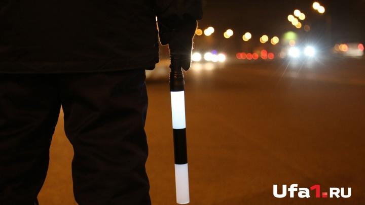 Не справился с управлением: на трассе в Башкирии перевернулось такси