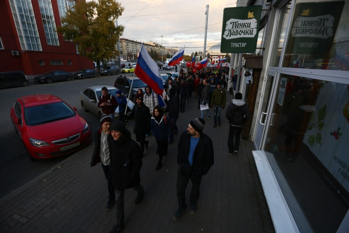 После пикета в Первомайском сквере его участники прошли по улице Ленина