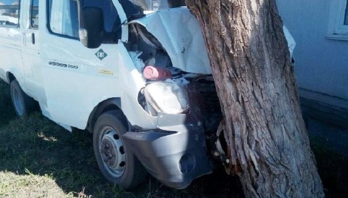 В Башкирии маршрутка протаранила внедорожник: пострадали девять человек