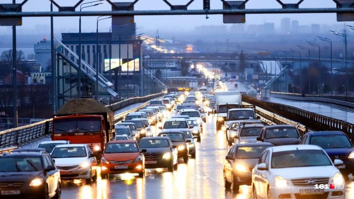 Транспортный коллапс: Ростов из-за сломанных светофоров сковали девятибалльные пробки