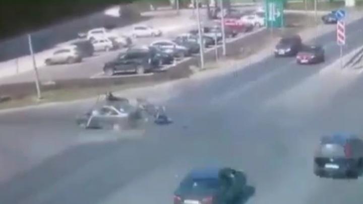 «Выскочил словно призрак»: появилось видео момента столкновения байкера и «Гранты» в Самаре
