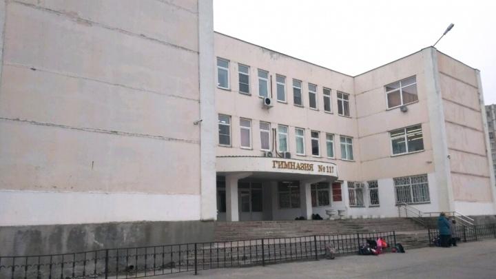 Оскорбила дочь: ростовчанка пожаловалась, что уборщица запретила ученице снимать видео в школе