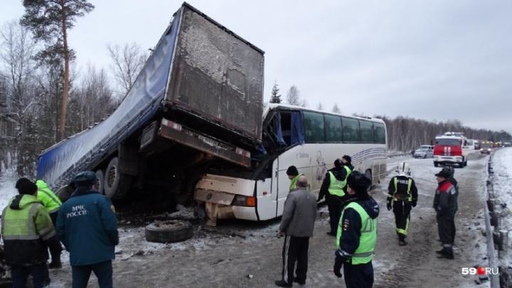 В массовом ДТП под Краснокамском пострадали четыре ребенка и пять взрослых