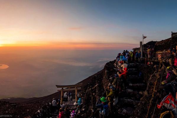 Рассвет на вулкане Фудзияма в Японии