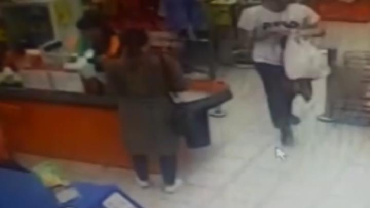Продавщицы уфимского супермаркета отбили сыр у похитителя