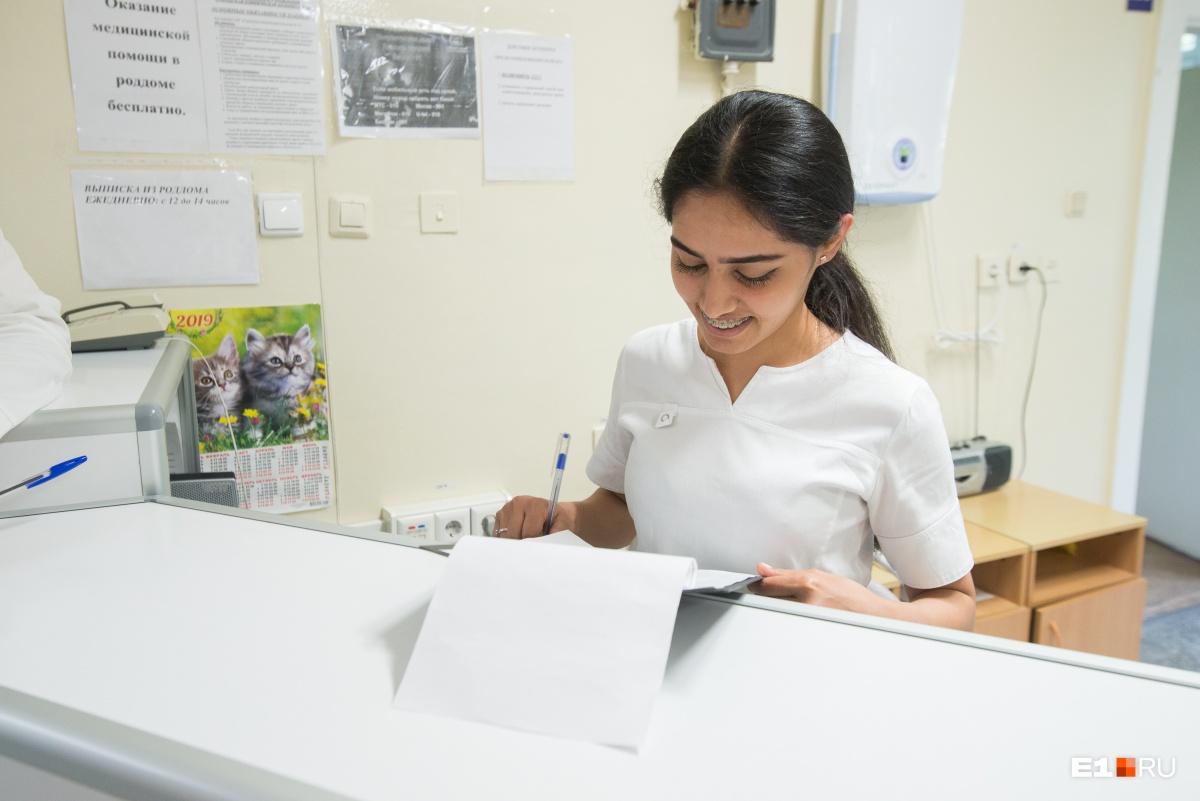 Мария – акушерка, которая обучает молодых мам основам грудного вскармливания и помогает ухаживать за детьми