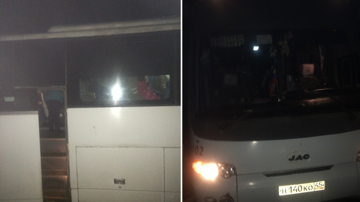 Автобус, следовавший по маршруту Курган — Сургут, сломался, пассажиры ждут подмоги на трассе