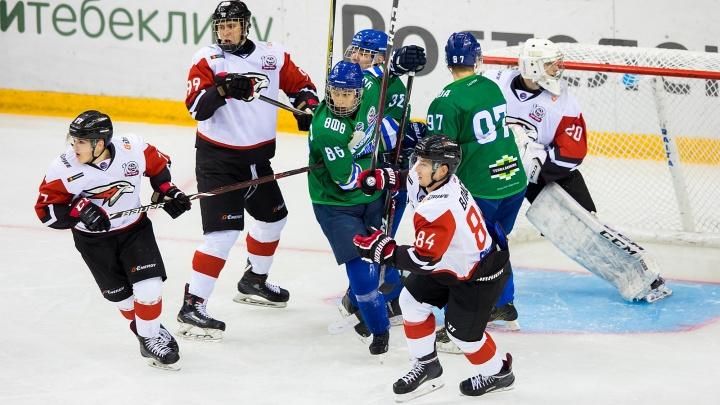 292 штрафные минуты и 3 драки: хоккейные «Толпар» и «Реактор» перепутали вид спорта