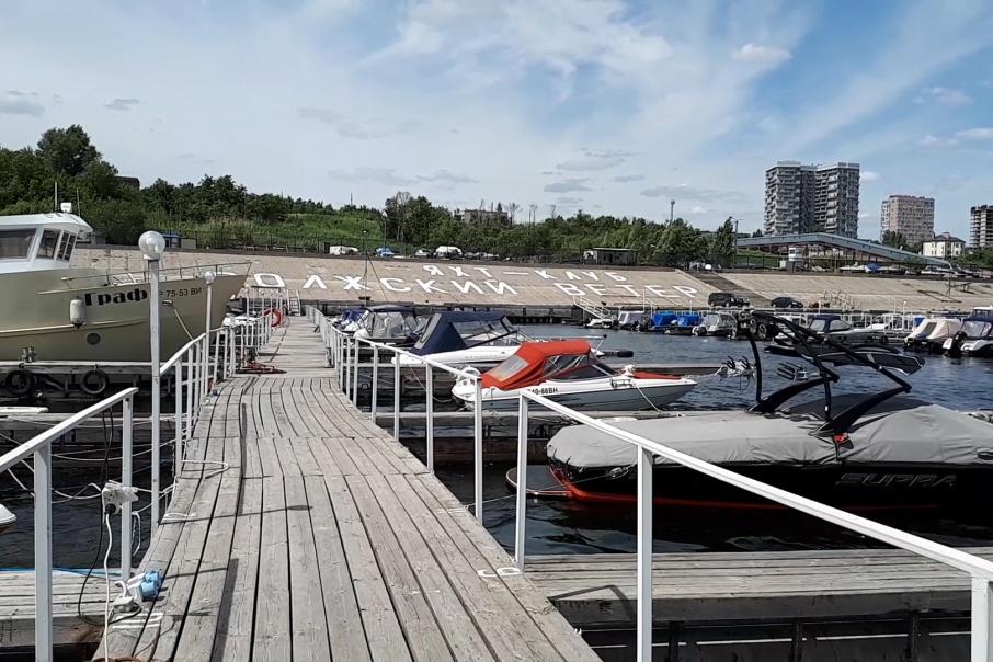 На понтонах яхт-клуба пришвартованы около 60 плавсредств