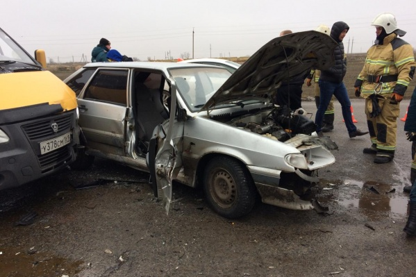 В аварии пострадали пассажир и водитель ВАЗ-2114