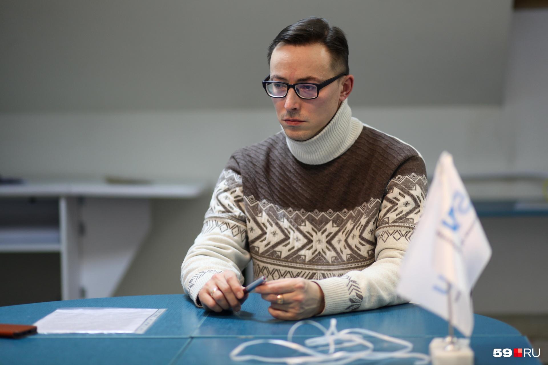 Дмитрий Карякин после повышения зарплаты в 2018 году получил меньше, чем при прежней системе оплаты в 2016 году