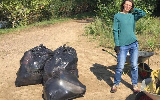Новосибирцы вынесли с аванпорта шлюза десяток мешков с мусором