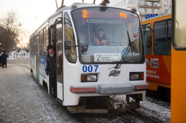 Движение трамваев и троллейбусов перекрывали из-за демонтажа подземного перехода