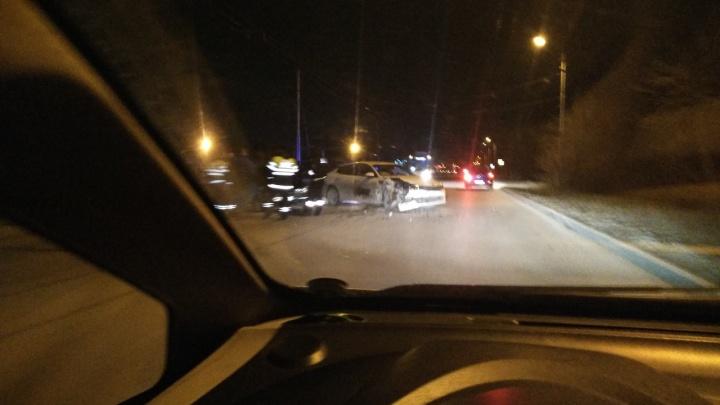 В Таганроге в лобовом ДТП пострадали два человека