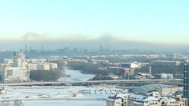 С новым смогом. Челябинск в преддверии праздников заволокло едкими выбросами