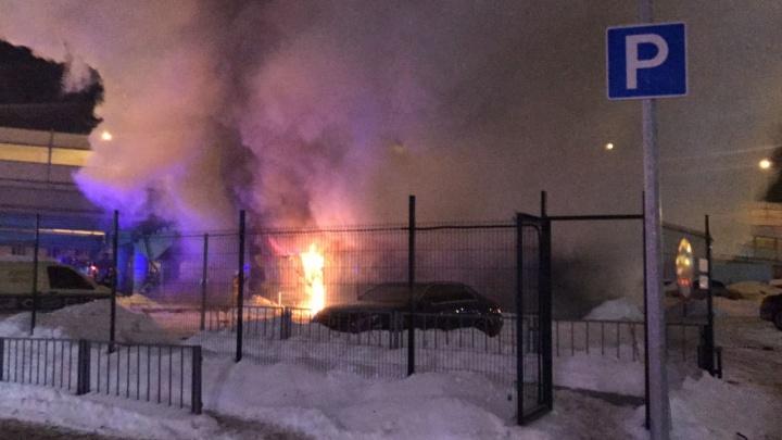 На Московской у ТЦ «Фан-Фан» полностью выгорел автосервис