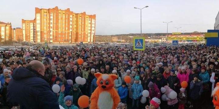 Жители Красноярского края поставили рекорд посещаемости при открытии магазина (видео)