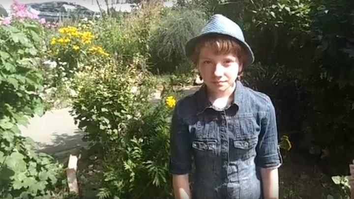Новосибирская школьница начала раздавать саженцы дубов для спасения горящих лесов